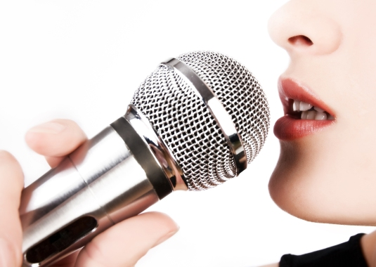 woman-singing-in-mic-39501673