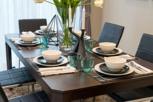 dining-table-and-comfortable-chairs-in-modern-home-withzz-elegant-table-setting-min-e1435518171511