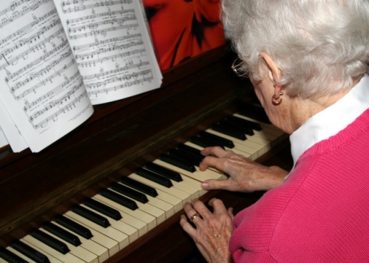 old_woman_piano_lesson
